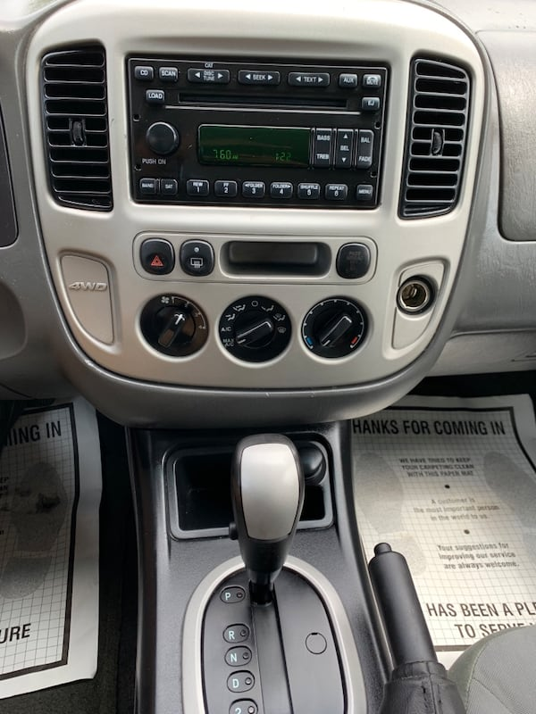 2006 Ford Escape 9