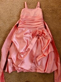 girl size 4t - 5t beaitiful dress Maryland Heights, 63043