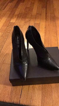 Pair of black leather pumps size 8.5 Woburn, 01801