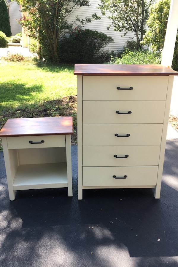White night stand and dresser in excellent condition!
