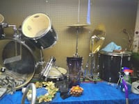 black and gray drum set
