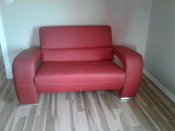 Used red leather tufted sofa chair for sale in El Paso - letgo