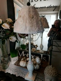 Gorgeous antique shabby lamp Whitby, L1N 8X2