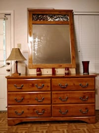 Nice dresser with big mirror in very good conditio Annandale, 22003