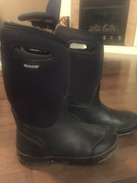 Size 5 Bogs Great Condition London, N5X 0G1