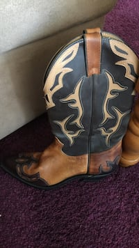 Black and brown leather cowboy boots  Kitchener, N2P 1H2
