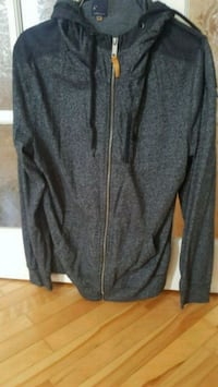 gray zip-up jacket Laval, H7W