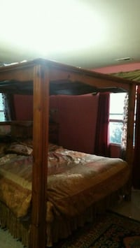 Calf King real wood bed with canopy full mirrors. Alexandria, 22312