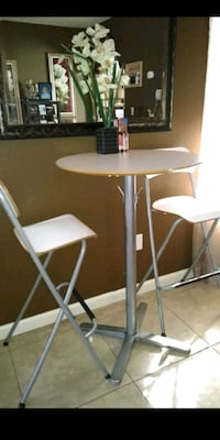 round white metal table with two chairs Fresno, 93728