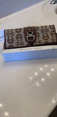 brand new aigner Wallet never been used smoke free pet free home Winchester, 22601