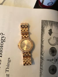 round gold analog watch with gold link bracelet Green Island, 12183