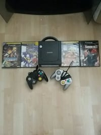 BLACK GAME CUBE CONSOLE WITH CONTROLLERS AND GAMES New Westminster, V3N