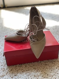 pair of black leather pointed-toe pumps with box Bakersfield, 93311