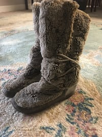 Pair of brown faux fur snow boots-size 8 Arlington, 22209