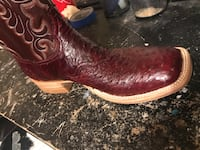 Black and brown leather cowboy boots El Paso, 79930