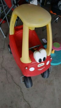 baby's red and yellow Little Tikes cozy coupe Hesperia, 92345