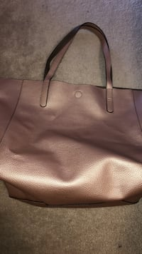 Faux leather reversible tote  St Catharines, L2P 3V5