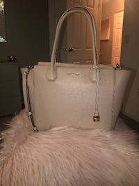 Authentic Michael Kors Large Blush Colored Mercer Handbag- Gently Used- Very Good Condition Bolingbrook
