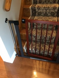 Safety Gate in excellent condition. Smoke free home pick in Maple Vaughan, L6A 2M9
