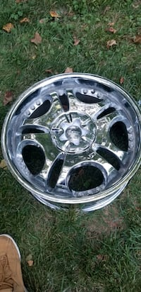 brand new chrome denali wheels 20 in 6 lug pattern