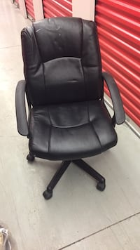 Black leather padded rolling chair Toronto, M9M 2L4