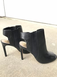 pair of black leather heeled booties Los Angeles, 90732