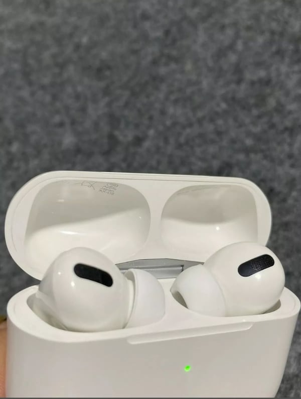 Airpods pro f4643218-2b89-4851-a954-e460609fcacb