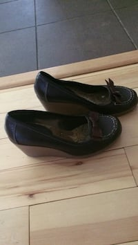 Pair of brown leather wedge shoes Edmonton, T6C