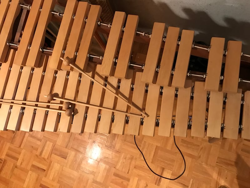 Xylophone with carrying case Mint Condition - full size 5990a1a3-e652-4469-b035-46176a397641
