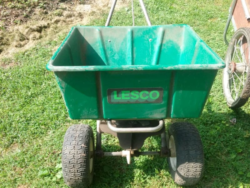 Lesco 80lb commercial lawn spreader  6