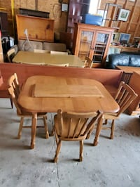 Maple table and 3 chairs  Brampton, L6X