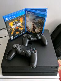 PS4 Pro 1TB + 2 controllers + 2 games