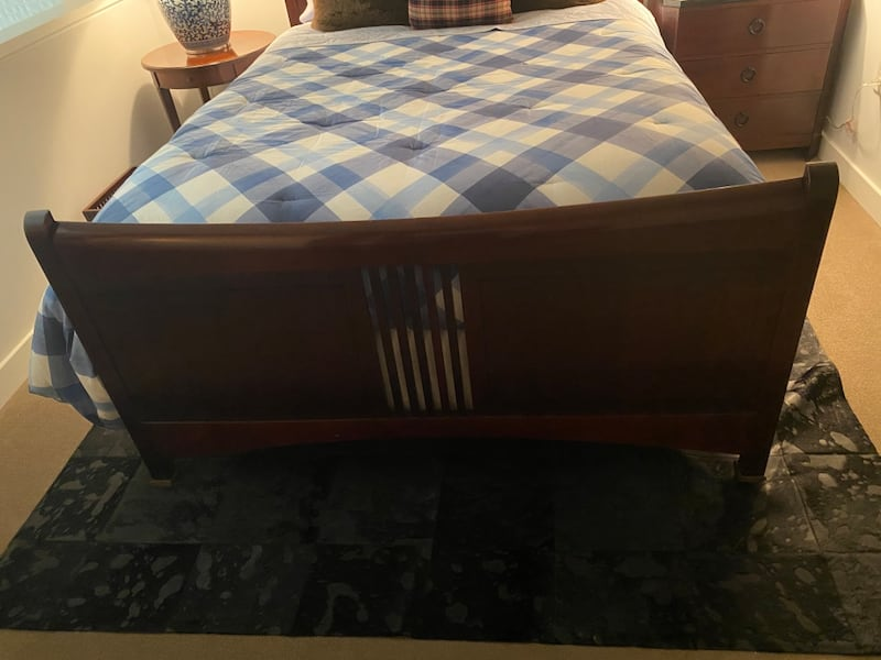Gently Used STICKLEY Headboard Bed with Footboard (Cherry) Queen 8675d33b-4168-4327-a0e1-4d8765f42988