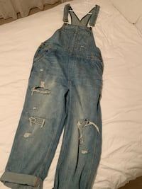 URBAN OUTFITTERS OVERALLS - Boyfriend Fit (size L) Vancouver, V5R 4Y2