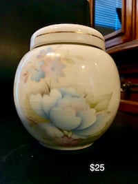 Vintage Sadler ginger jar with lid