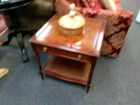 Solid wood end table Houston, 77077