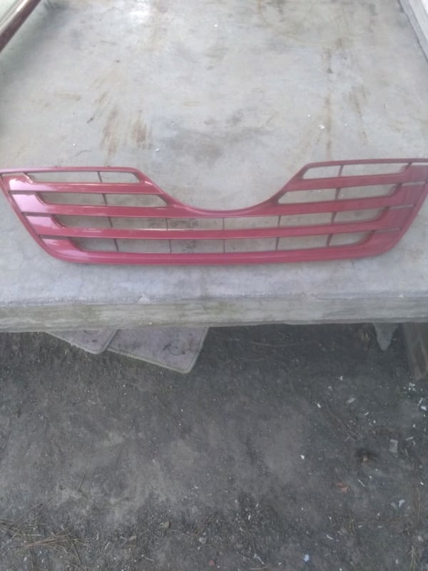 (Phone number hidden by letgo) TA CAMRY FRONT GRILLE 9