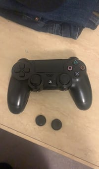 Ps4 controller with control freaks