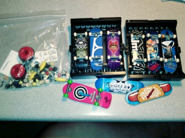 Tech Deck 9 Fingerboards with mounting cases