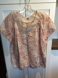 Woman's top size XL  London, N6B
