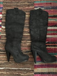 pair of black leather knee-high boots Lodi, 95240