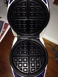 white and black waffle maker Montréal, H4J 1W9