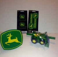 John Deere Trailer Hitch Cover And Tomy Diecast Big Scoop Tractor With Extras London