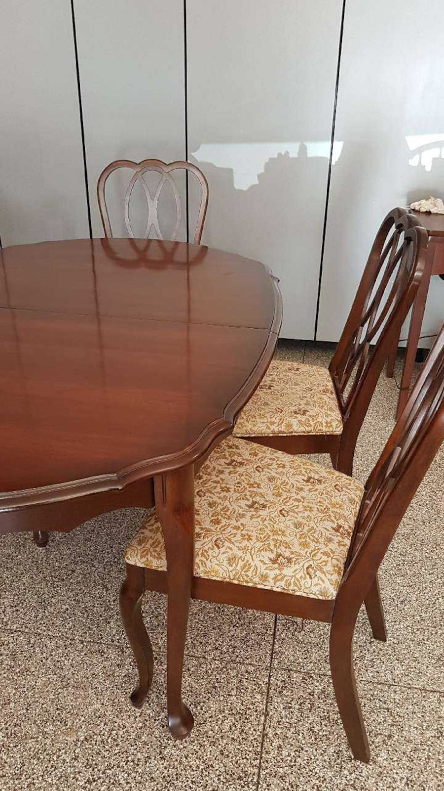 Used Knechtel Dining Table Chairs Buffet In Saskatoon