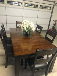 7 piece Dinner Set With Leather cushioned Chairs, extends with Leaf Upland, 91784