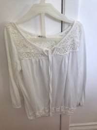 White cropped shirt  Mississauga, L5J 3S3