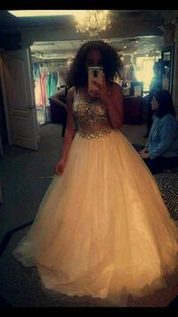 size 6 prom or wedding dress Youngstown, 44514