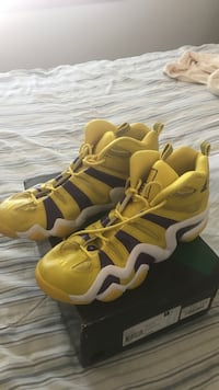 Pair of yellow-and-black nike basketball shoes Bothell, 98012