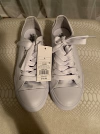 Sneakers size 6 Lake Worth, 33467