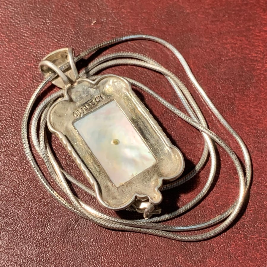 Antique Sterling Silver Mother of Pearl Pendant & Sterling Rope Chain 571e8ef1-6707-42bf-9ab4-f3eb93dd6b55